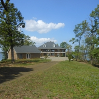 """THIS """"JACKSON HOLE"""" STYLE IS UNMATCHED ON TOLEDO BEND – DESIGNED FOR LARGE CORPORATE FUNCTIONS AND IS A FAMILY COMPOUND!"""
